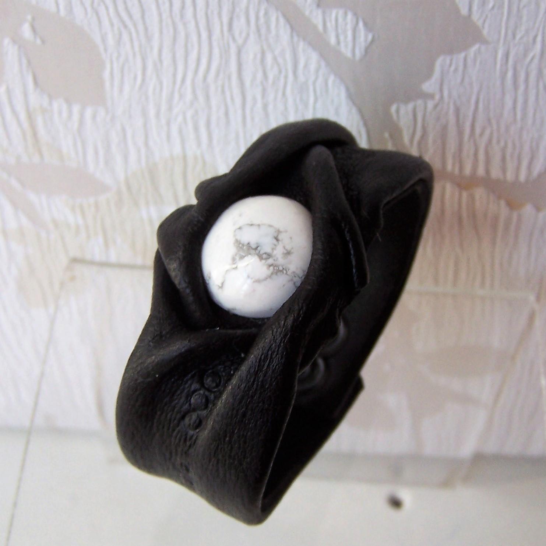 bracelet cuir et pierre naturelle Howlite