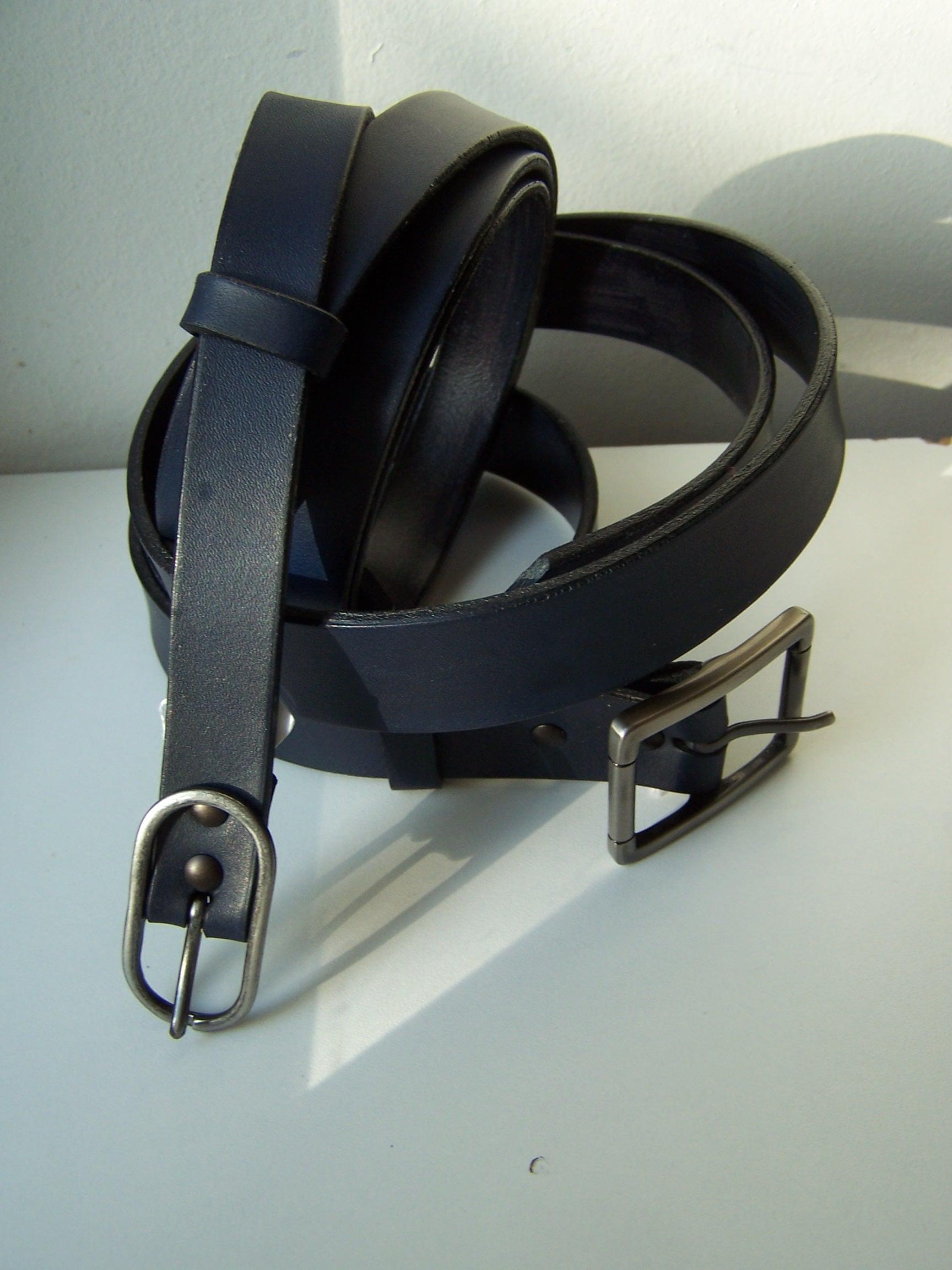 ceintures  fines bleu Marine cuir tannage végétal