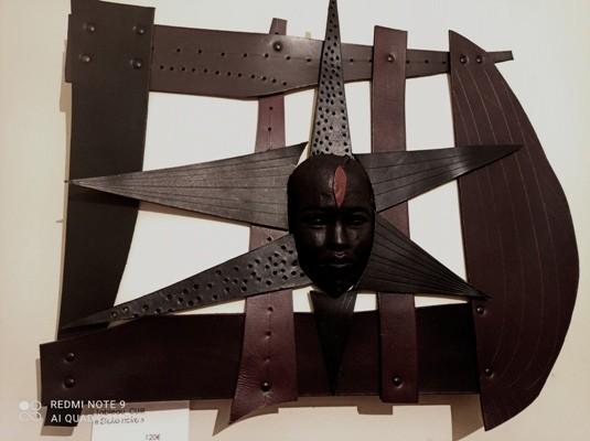 Etoile noire Cuir  48 X 38CM //140€